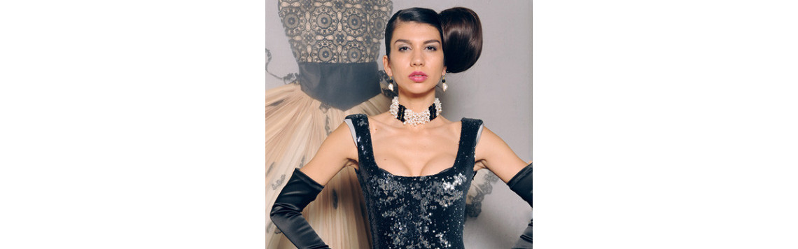 Sonnia's unique creations elegantly combine the natural beauty of corals, shells and pearls with exquisite precious stones.